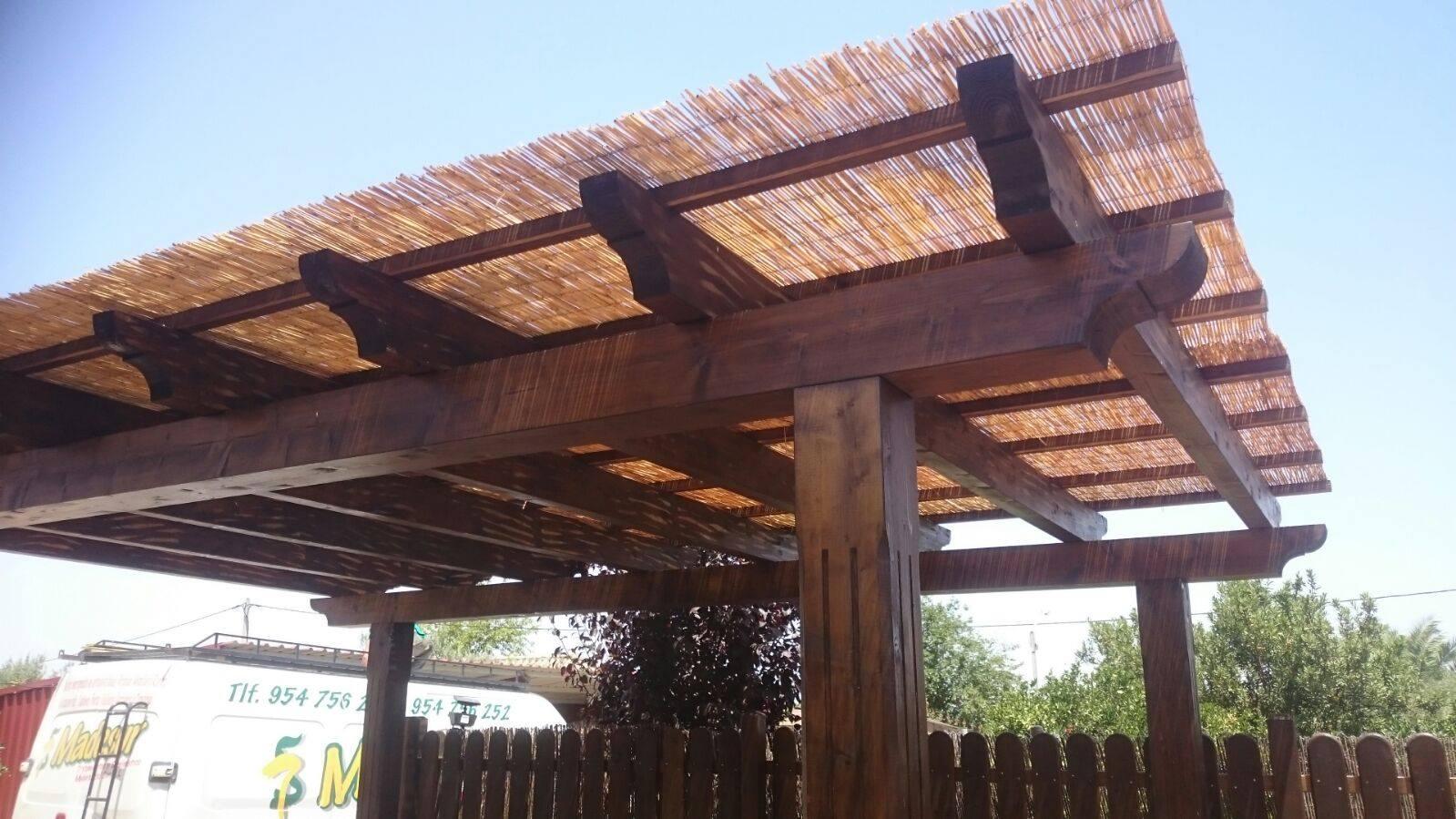Design pergolas de madera con ca izo galer a de fotos for Tejados de madera y canizo