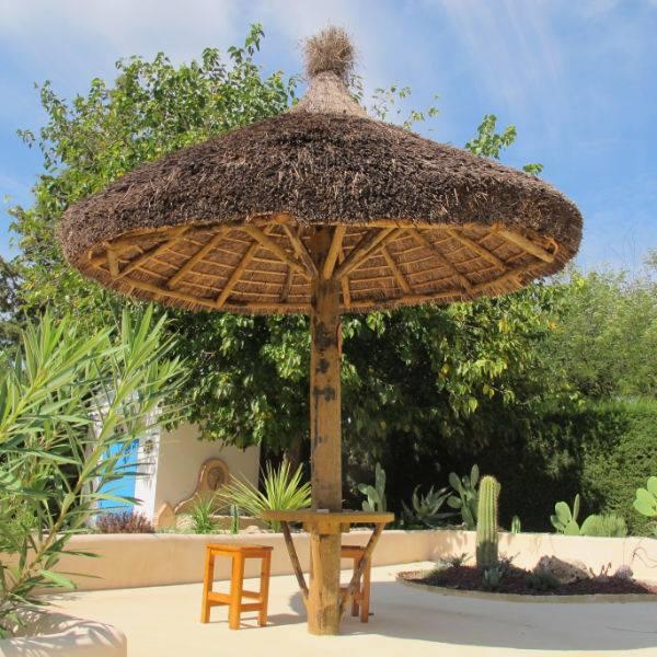 Sombrillas maderas madesur for Sombrillas para piscinas