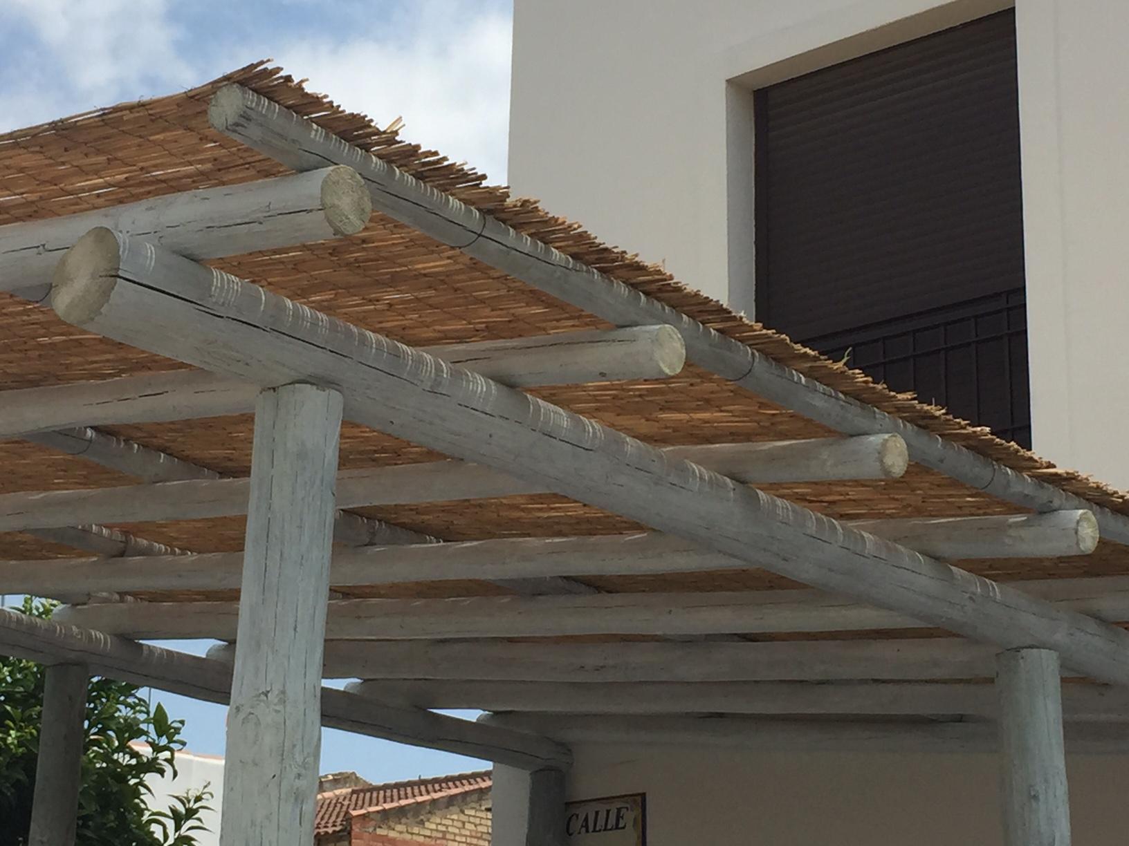 Postes de madera para pergolas elegant la construccin de - Postes de madera tratada ...